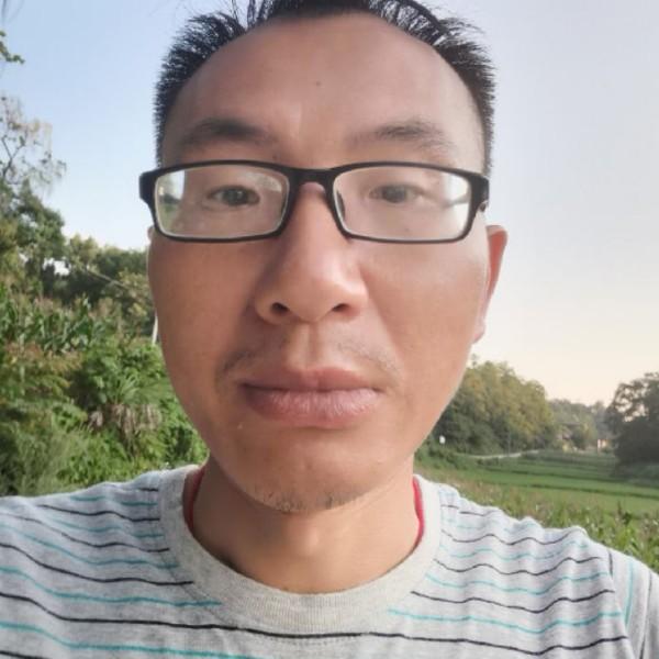 青栀蹙眉年轻的照片