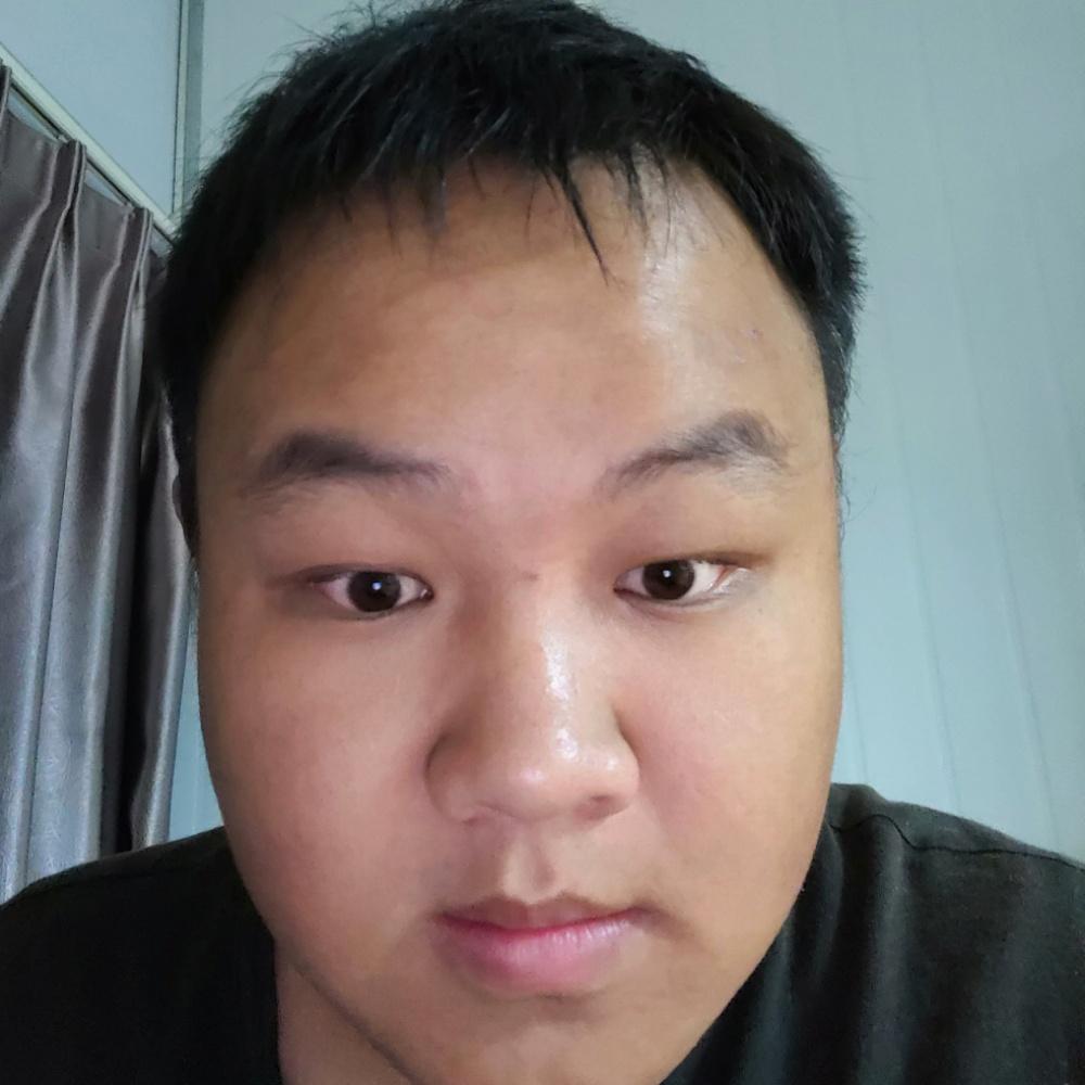 一個胖胖的男生的照片