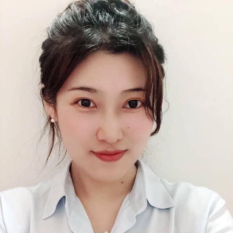 LilyDeng照片