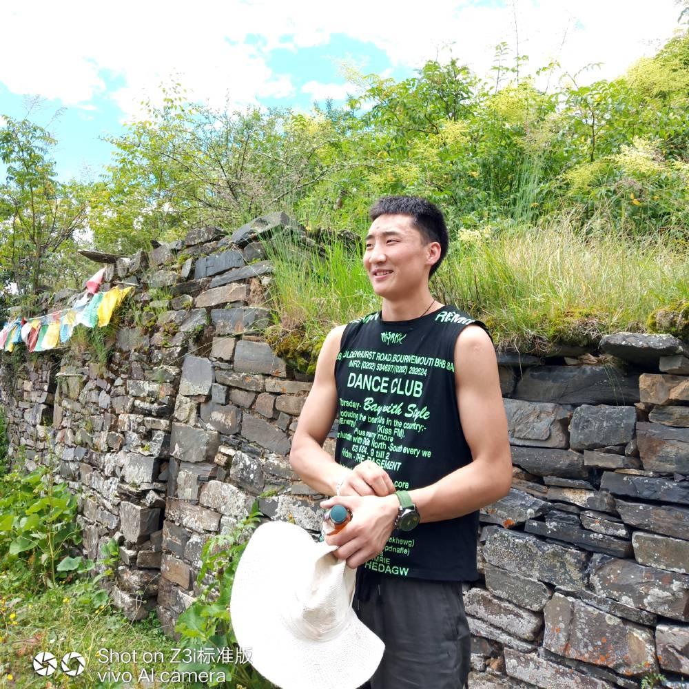 藏族男孩的照片