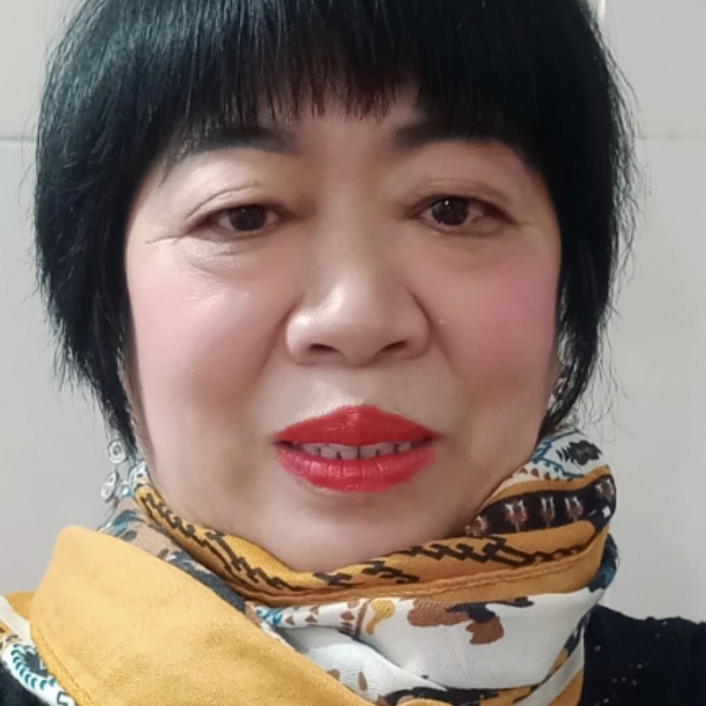 辉琼的照片