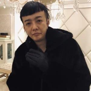 贤惠停止冬日的照片