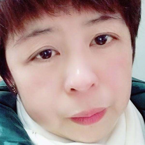 贤惠毛衣的照片