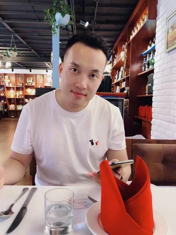 雪俊和江涛的照片