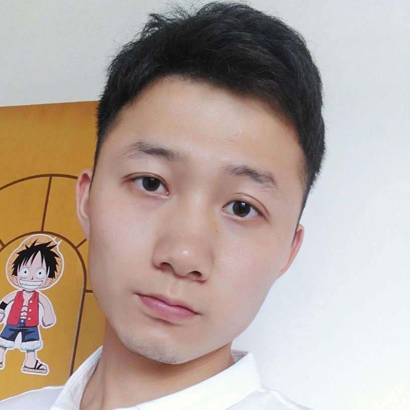 激昂蹙眉小伙的照片
