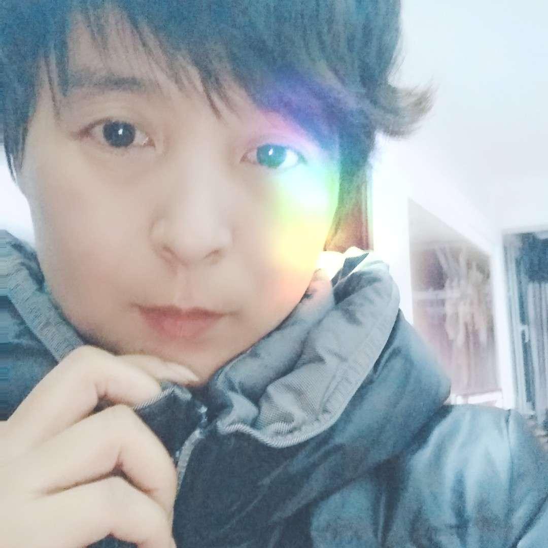如虹的照片