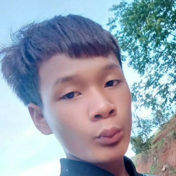 云南小哥哥17岁的照片