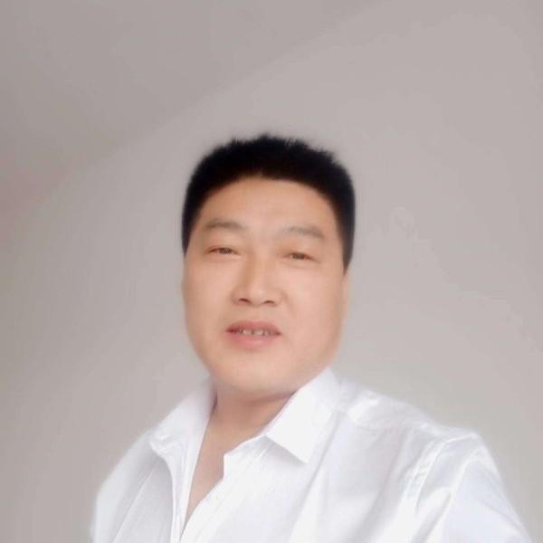儒雅浅吻小伙的照片