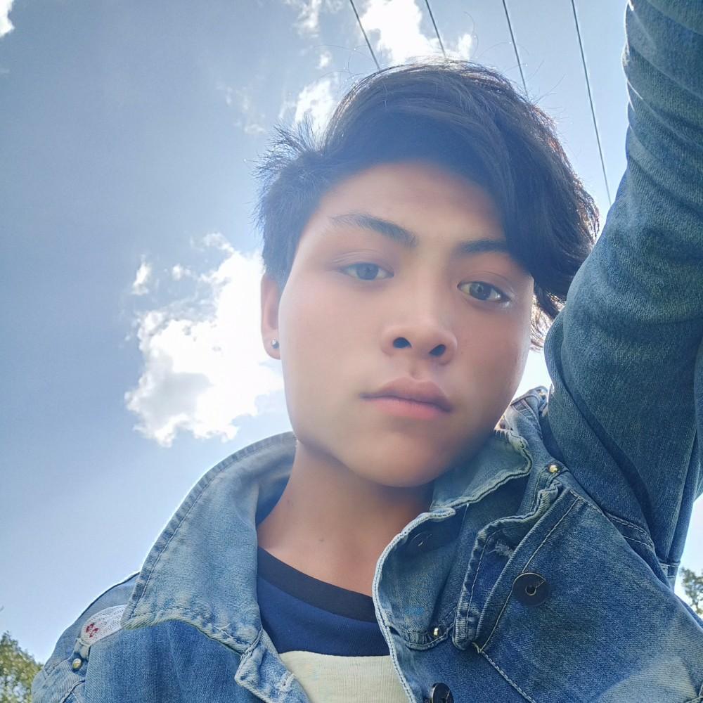 清纯帅哥的照片