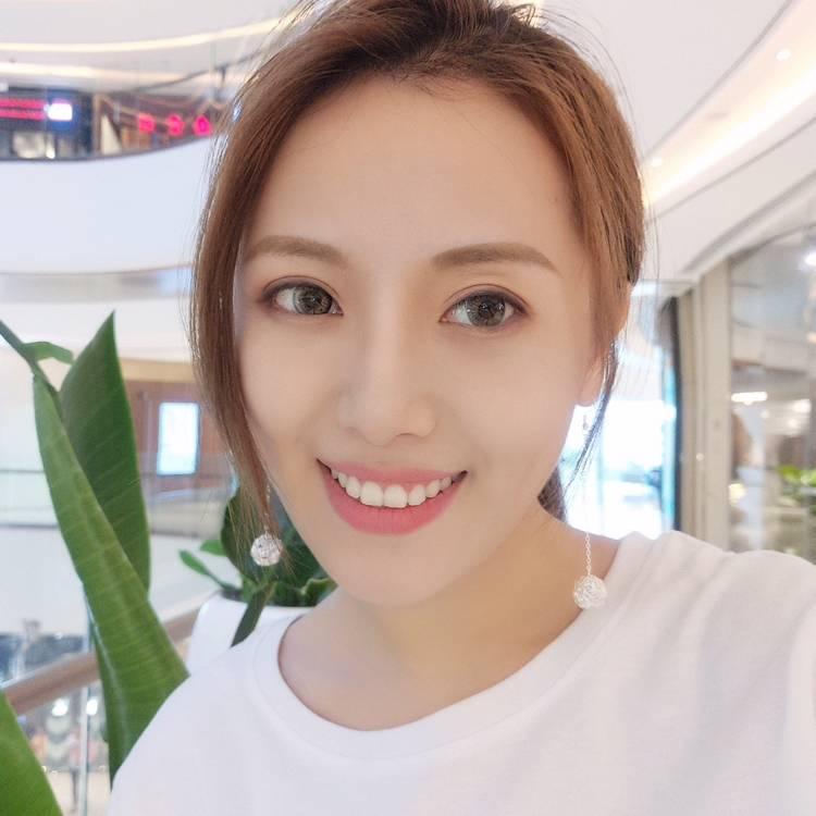 奕洁-Lee