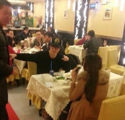 薛之谦娄艺潇吃饭被指出轨,男女间是否存在纯友谊?